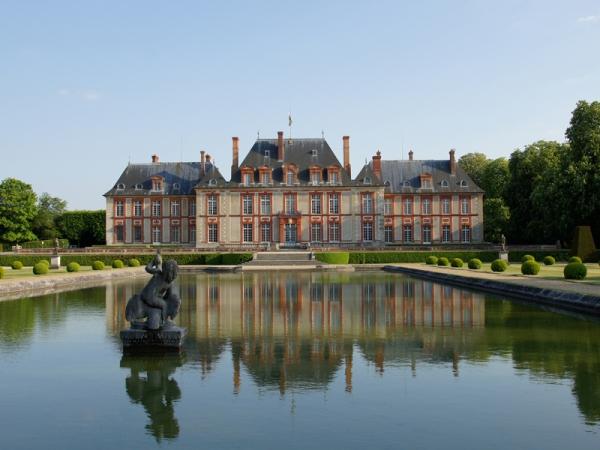 Breteuil, son château, ses jardins et les contes de Perrault